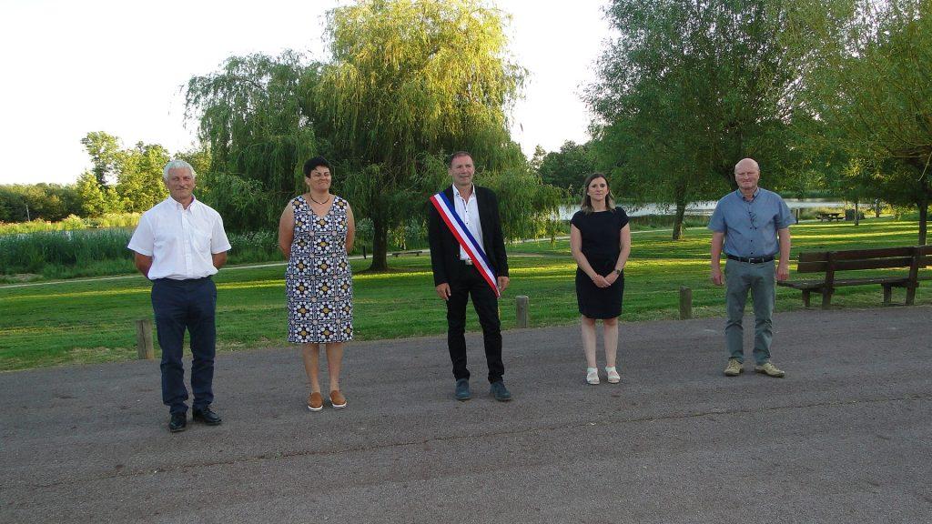 M. Le Maire et M. et Mmes les Adjoint(e)s